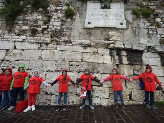 Abbracciamo le mura, hanno partecipato 2 mila ragazzi di Perugia