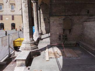 Italia nostra Perugia sulle logge di Braccio da Montone. Firenze Logge dei Lanzi ospitano grandiose opere d'arte, ad Arezzo sedie e tavolini