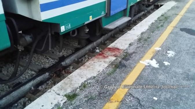 Donna travolta dal treno in arrivo, è grave