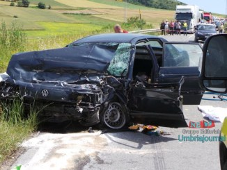 Incidente mortale, tir contro auto a Colfiorito, una persona morta [FOTO e VIDEO]