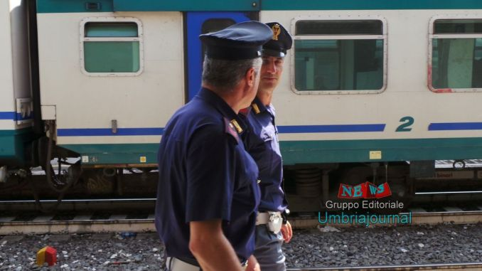 Blocca pure il treno, ha commesso tre reati in meno di mezz'ora, denunciato