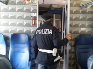 Straniero accoltellato trovato sul treno Perugia Terontola