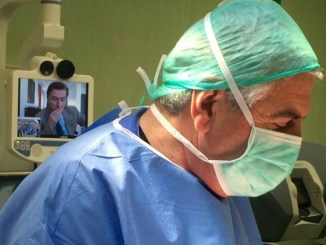 Studenti di medicina utilizzano l'occhio del chirurgo per affrontare alcune patologie
