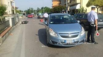 incidente-auto-ciclomotore-via-santa-lucia (3)