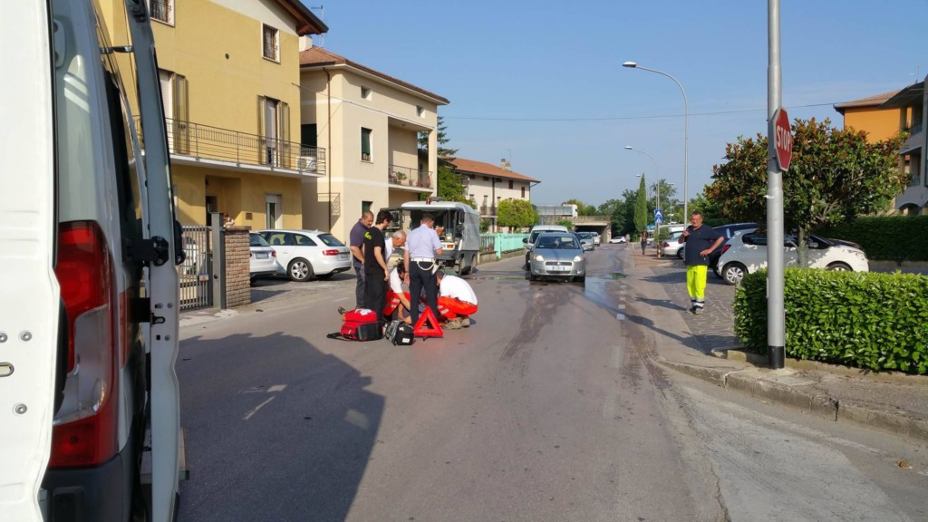 incidente-auto-ciclomotore-via-santa-lucia (7)