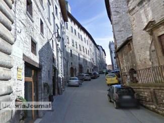 Turista muore per malore in un bar di Gubbio, aveva 67 anni
