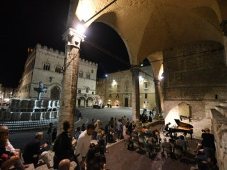 """Ultimo giovedì di """"Perugia is open"""": la mezza notte bianca al sapore di Norcina"""
