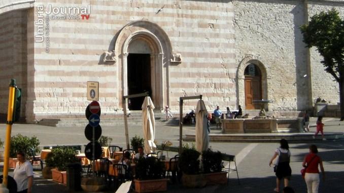 Furto con destrezza in una tabaccheria ad Assisi, indagano carabinieri