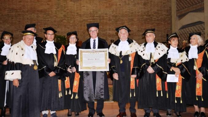 L'Ateneo umbro è la prima università italiana a celebrare lo straordinario successo dell'allenatore romano