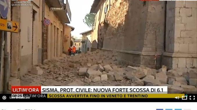 Nuova scossa lunga di magnitudo 6.1, crolli a Norcia, persona a Cascia sotto le macerie