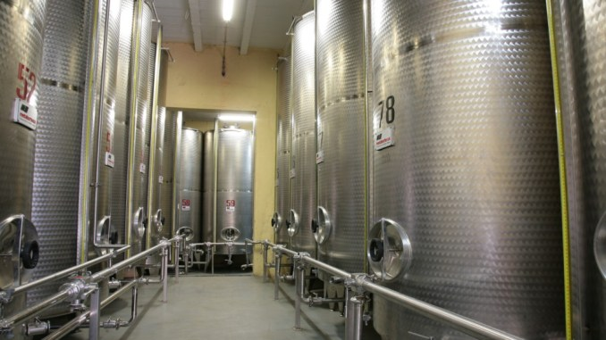 Le distillerie Di Lorenzo restano chiuse, la salute è più importate