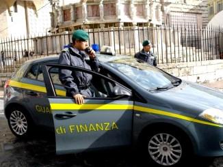 Falso promotore truffa 100 persone oltre un milione di euro denunciato