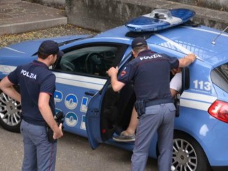 Hashish dentro ai jeans, arrestato a Perugia in via Settevalli
