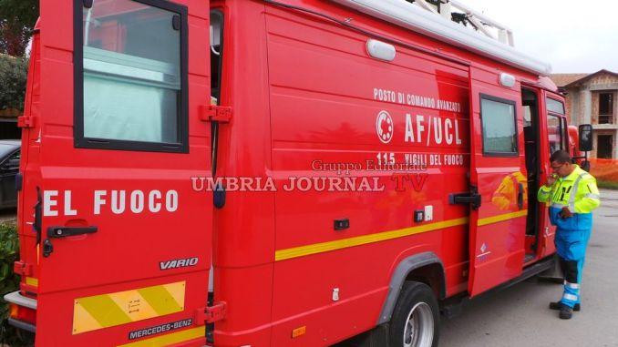 Fiume Paglia ingrossato, operaio finisce in acqua con furgone a Orvieto