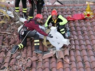 Vigili del Fuoco recuperano croce e guglie chiesa di San Benedetto a Norcia