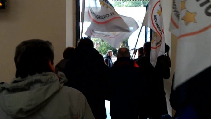 Pendolari Umbri dimenticati, basta disagi, doppio presidio del M5s a Perugia e Terni