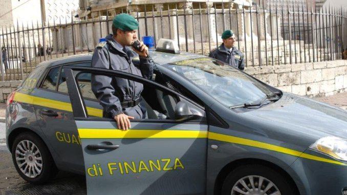 Finanza Perugia, sigarette vendute a minorenni, multati sei tabaccai