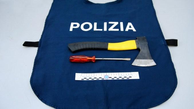 Perugia, nascondevano sotto il sedile dell'auto un cacciavite ed un'ascia