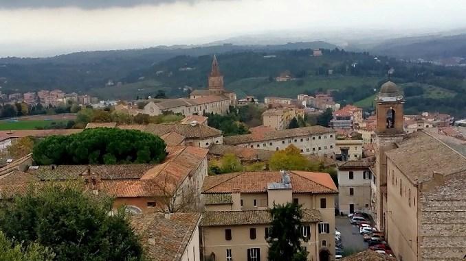 Centri storici di Perugia e Terni, sempre meno imprese