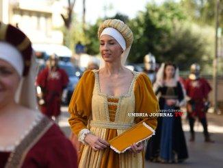 Perugia 1416, via dei Filosofi in festa in attesa del Palio