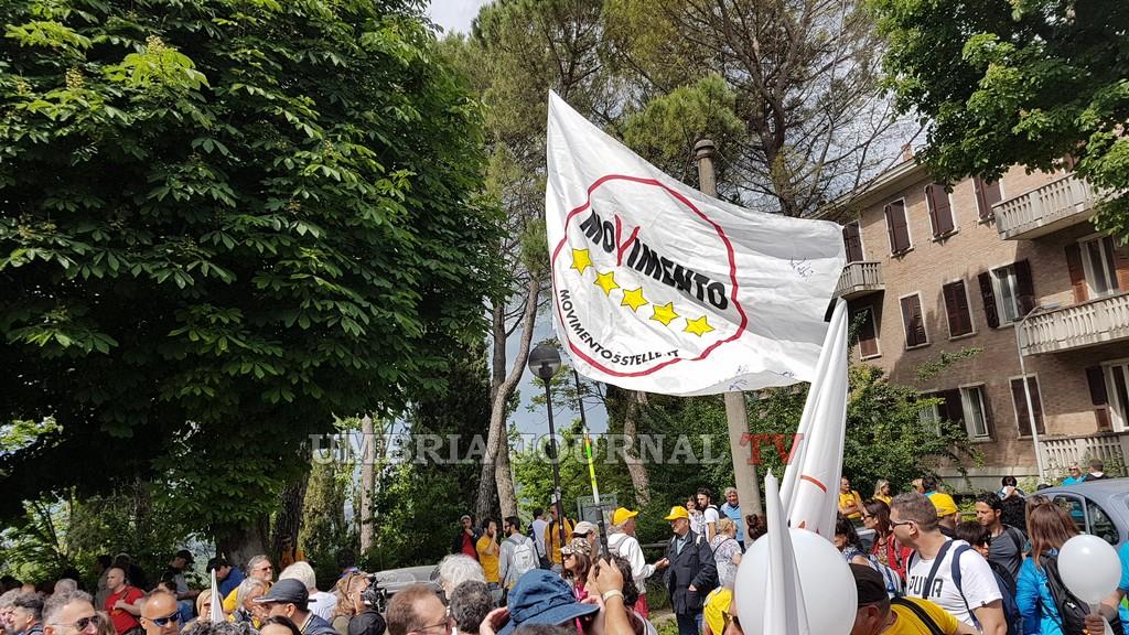 Marcia Perugia Assisi per il reddito di cittadinanza, partita dai Giardini del Frontone [LE FOTO]