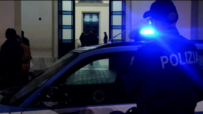 Straniero ferito sale su treno a Fontivegge e parte ora è in ospedale ad Arezzo