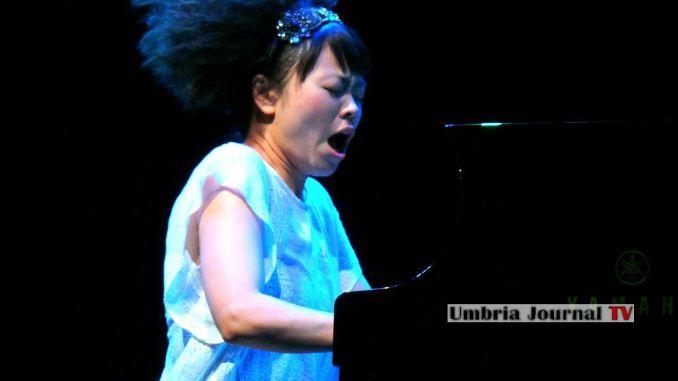 Umbria Jazz, Hiromi e Castaneda, strepitoso duo all'Arena Santa Giuliana