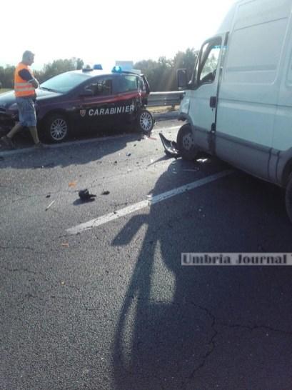 incidente-distrutta-auto-dei-carabinieri (3)