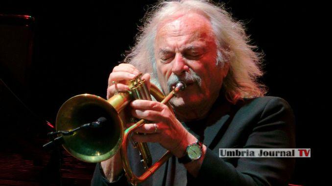 Enrico Rava, una delle più grandi trombe jazz del mondo, compie 80 anni