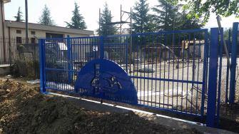 cancello-blu-rione-portella (10)