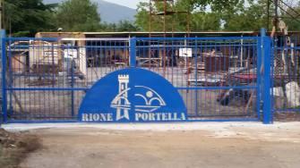 cancello-blu-rione-portella (9)
