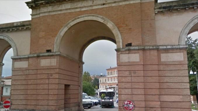 Kosovaro dà fastidio a tutti ai Tre Archi Perugia ed è pure violento