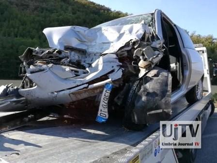 Incidente stradale mortale Perugia frontale auto furgone, muore donna (4)