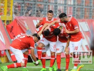 Calcio serie B, Perugia travolge 3-0 il Parma e guadagna la vetta!