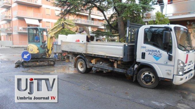 Scoppia ancora una conduttura dell'acqua a Ponte San Giovanni