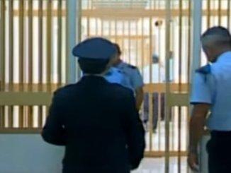 Carceri, evasioni, rivolte e aggressioni e telefonini, non se ne può più
