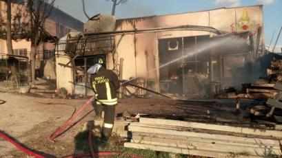 incendio-falegnameria-marsciano (4)