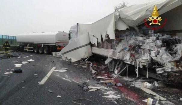 Incidente su A14, coinvolto anche mezzo di azienda hinterland Bastiolo