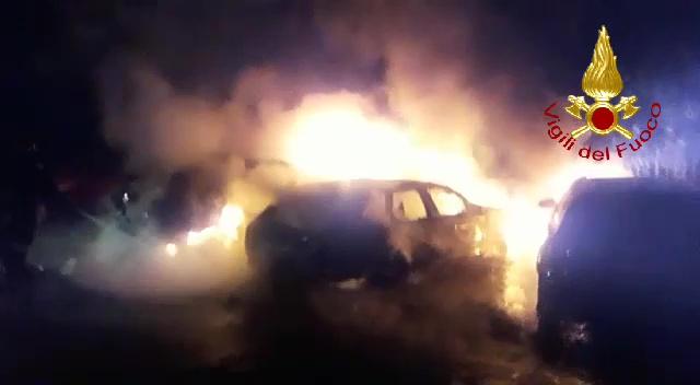 Esplosione nella notte a Bastia Umbra, distrutte tre auto