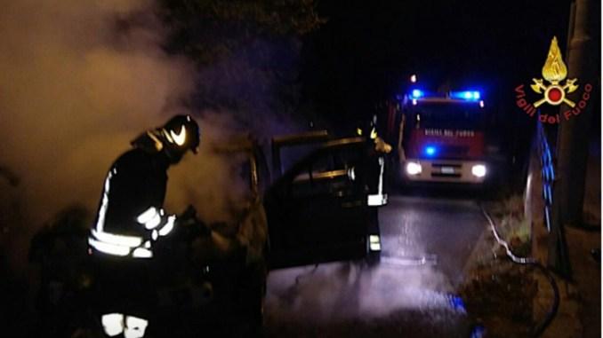 Incendio auto a Collescipoli, salvo il conducente