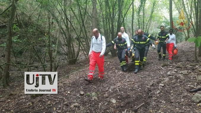 Tragedia sfiorata a Umbertide cercatore di funghi cade nella scarpata