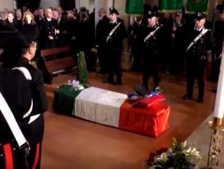 In tanti al funerale del generale Guido Conti, Procura apre fascicolo