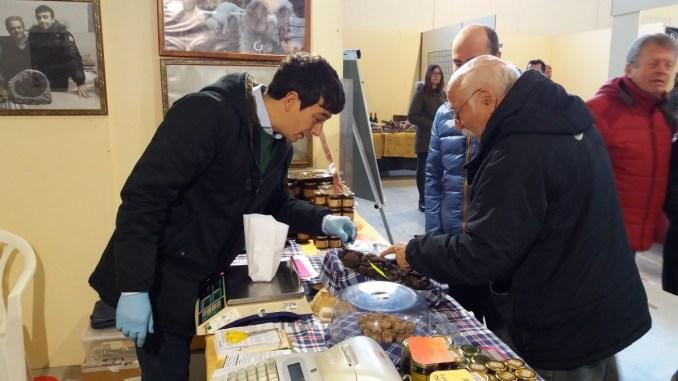 Visitatori della 37esima Mostra mercato del tartufo di Valtopina