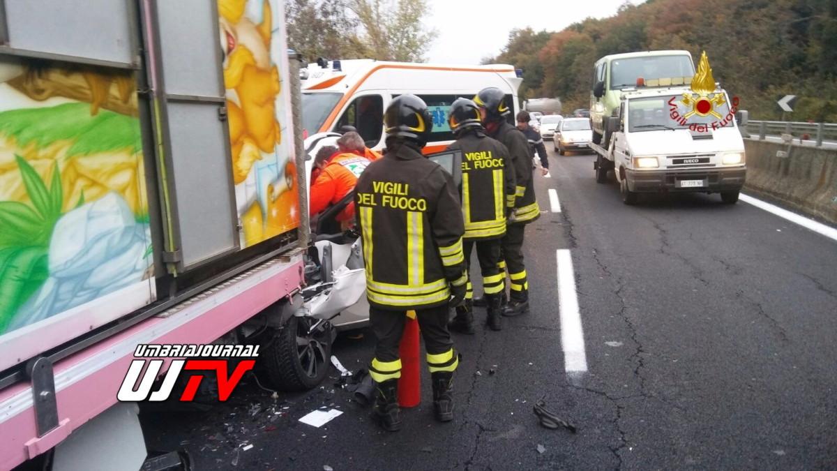 incidente stradale deruta 2