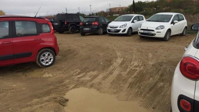 Parcheggio selvaggio all'ospedale di Perugia, ecco le foto