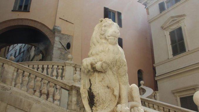 Distrutta scalinata Piazza Pianciani, fine ripulitura nel 2016, c'era Fabrizio Cardarelli