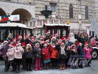 Abbraccio di Natale in via dei Priori a Perugia, appuntamento alle Logge