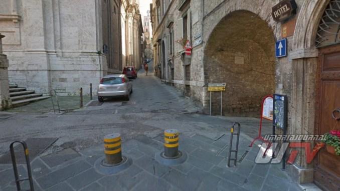 Terra di nessuno, è via dei Priori a Perugia lo denuncia di Emanuela Mori