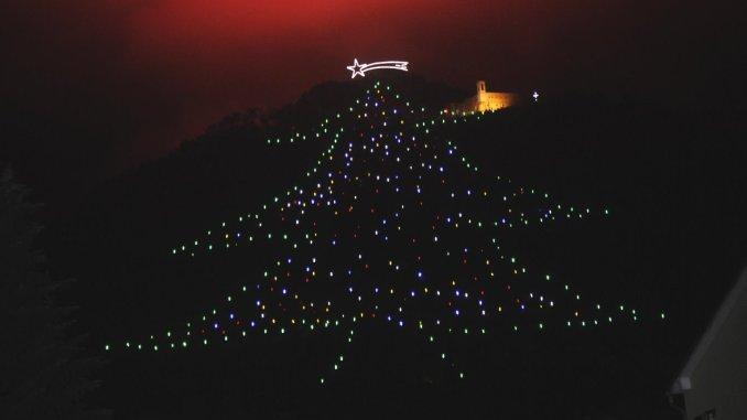 Albero di Natale più grande del mondo, pronta accensione dallo spazio