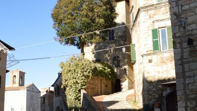 Un angolo della Città di Perugia che cambia, in fondo a via dei Priori